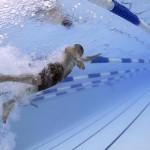 Nadar: ¿puede ser contraproducente para el corredor?